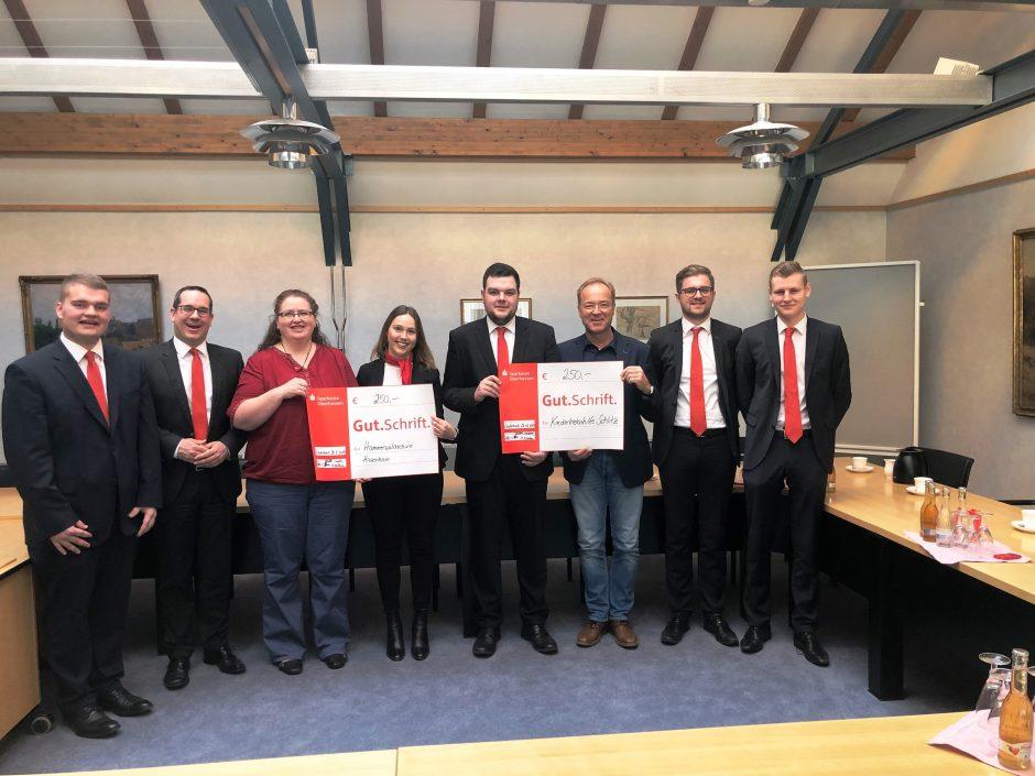 Auszubildende der Sparkasse Oberhessen spenden an soziale Einrichtungen