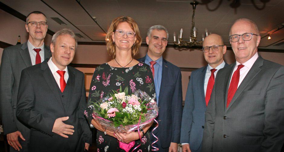 Sparkasse Oberhessen ehrt langjährige Mitarbeiter