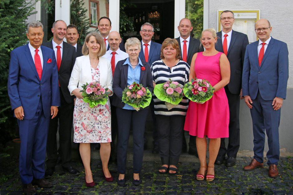 325 Jahre Dienst am Kunden:  Sparkasse Oberhessen ehrt Mitarbeiter