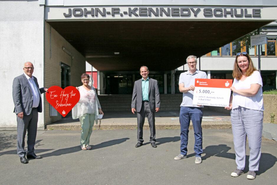 Sparkasse verteilt Corona-Sonderförderung an Schulen aus Oberhessen